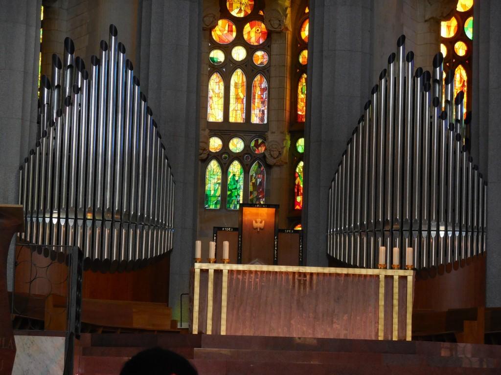Altar, organs, stained glass in La Sagrada Familia